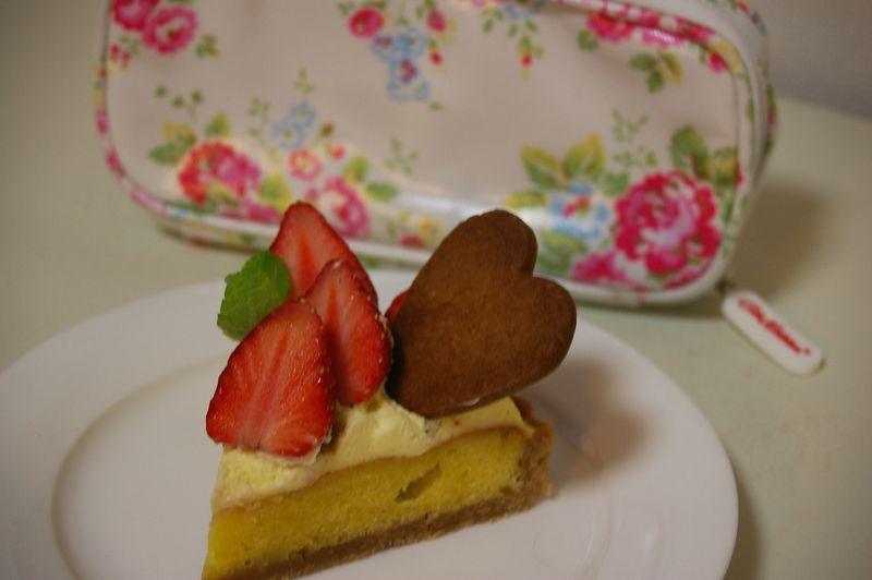 いちごケーキとキャス